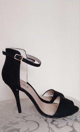 Szpilki buty paski sandały na obcasie