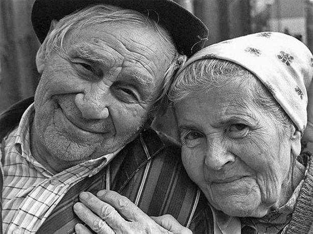 Сиделка •бабушке•