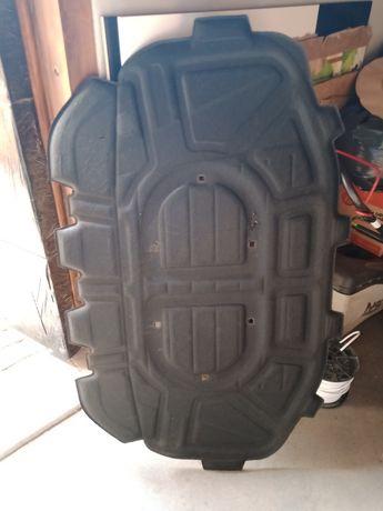 Wygłuszenie maski komory silnika podbitka Audi Q7