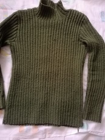 Тёплый зелёный свитер