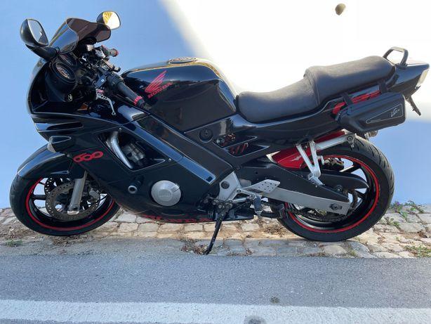 CBR 600F Honda + acessórios