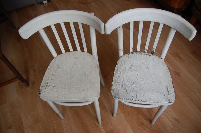 Dwa stare krzesła drewniane do renowacji. Cena 50 zł za całość.