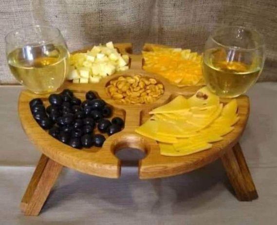 Винный столик из дерева ручной работы.
