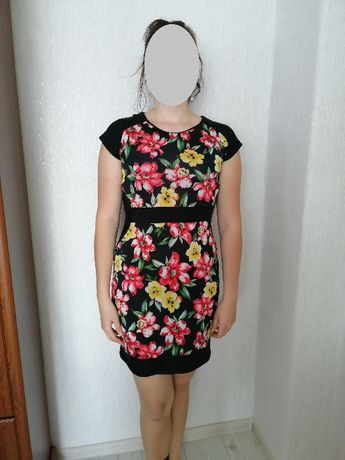 Czarna sukienka w kwiaty r. 40
