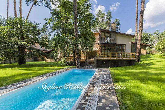 Дом в лесной местности с бассейном. с.Романков. Коттеджная застройка