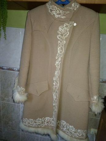 Терміново! Зимове пальто з оригінальною вишивкою та натуральним хутром