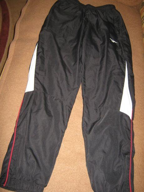 продам спортивные брюки для мальчика 10-12 л