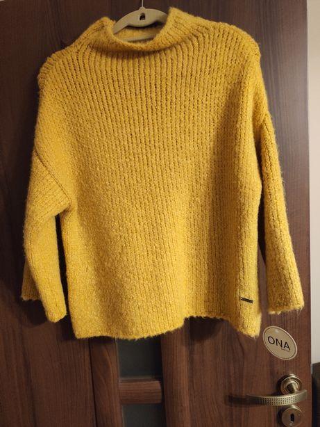 Sweterek polskiej produkcji Ona