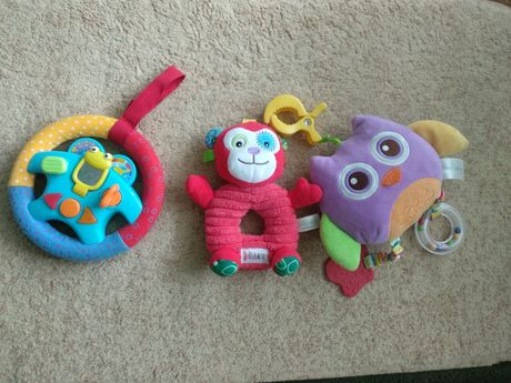 Дитячі розвиваючі іграшки на каляску