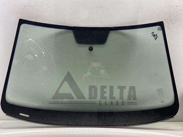VW Jetta USA 2010-2014 рр. Лобове скло без бокових планок на стійках