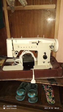 Stara maszyna do szycia lucznik