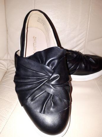 Czarne buty na białej podeszwie rozm. 39.5