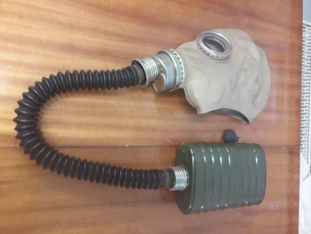 Maska przeciw gazowa wojskowa z czasów zimnej wojny...