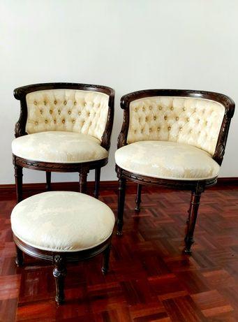 Par de antigas Bérgeres Luís XVI em Nogueira - Cadeirões Poltrona