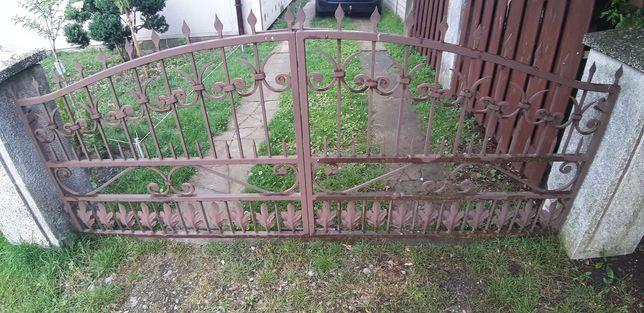 Brama kuta 2x oraz uliczka