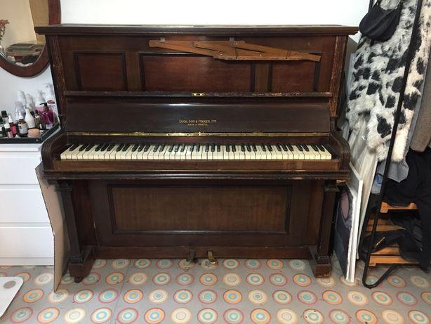 Piękne stare pianino Duck Son & Pinker Ltd