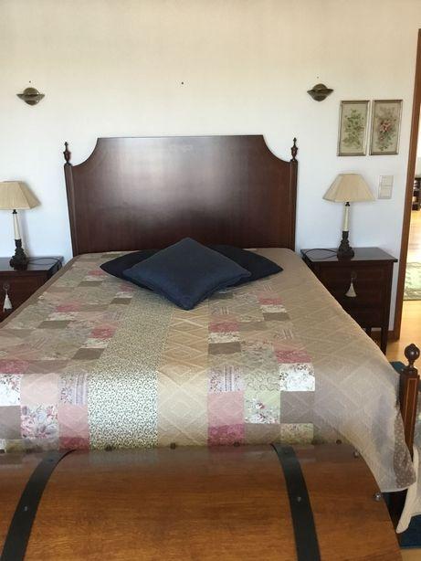 Mobília de quarto casal, D. Maria, cómoda e secretária. Ótimo preço