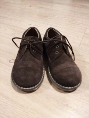 Sapatos castanho escuro 27