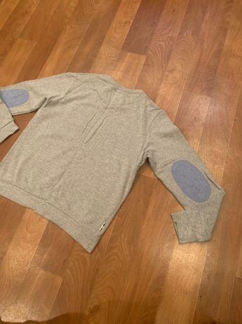 Мужской серый свитшот Л с карманом на груди и латками синими купить