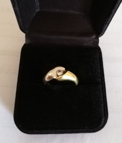 Anel de ouro branco e amarelo com diamante