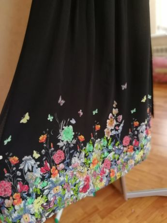 Продам платье с цветочным принтом