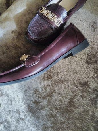Супер новые туфли кожаные в лаке