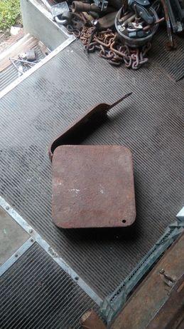 Skrzynka amunicyjna stara zniszczona przez korozję loftt zabytek