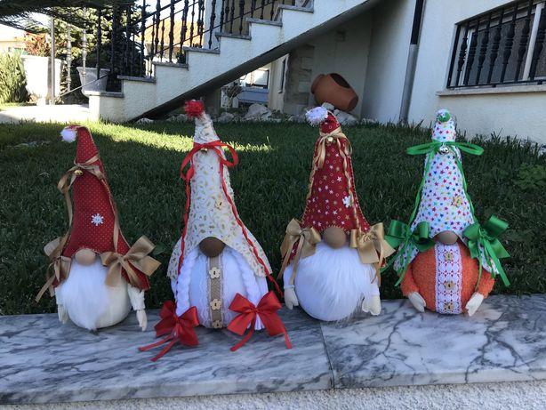 Gnomos de natal artesanal