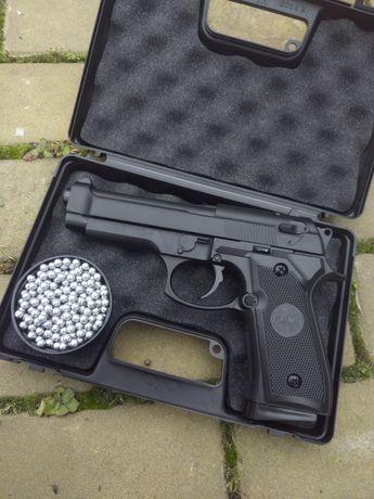 Продам кейс +в подарок Пистолет Беретта 92