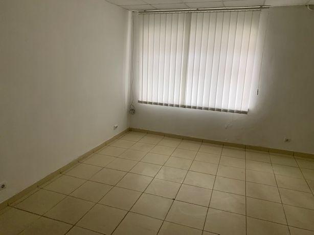 Продам коммерческое помещение, в центре г Красилов на 1 этаже