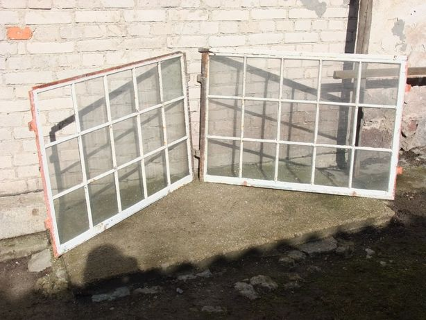 Stare okno żeliwne - metalowe