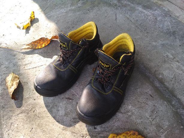 Рабочие ботинки. Строительные  ботинки 42р.