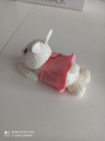 Królik króliczek z masy cukrowek figurka cukrowa