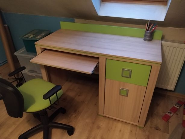 Meble dziecięce z łóżkiem i biurkiem