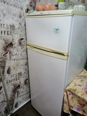 Продам рабочий холодильник для дачи