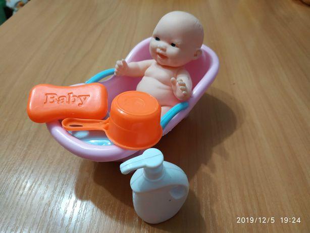 Игрушка пупсик в ванной