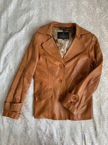 Жіноча осіння шкіряна куртка в дуже гарному стані