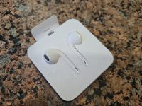 Наушники Apple EarPods  Lighting, модель A1748