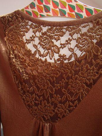 sukienka z koronkową wstawką koronką S 36 wełna + bawełna