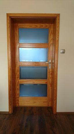 Drzwi sosnowe, prawe, 90 cm + ościeżnica