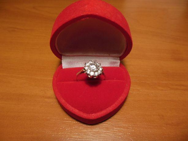 pierścionek srebrny z cyrkoniami na każdą okazję jak nowy r.12