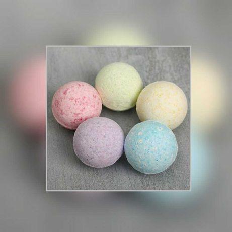 Бомбочка для ванны разных цветов: жёлтый,  фиолетовый, розовый