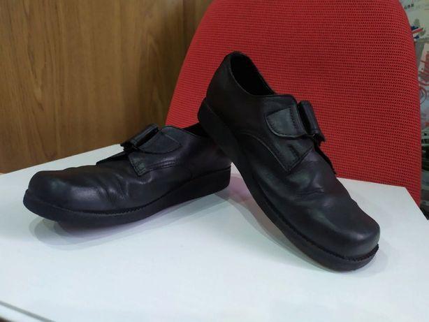 Продам туфли ортопедические , кожаные , размер 37.
