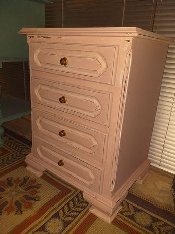 Mesa cabeceira/mesa apoio em mogno restaurada e pintada em decape