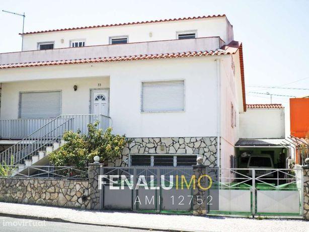 Moradia T8, 3 andares, com anexo, garagem e arrecadação em Bombarral,