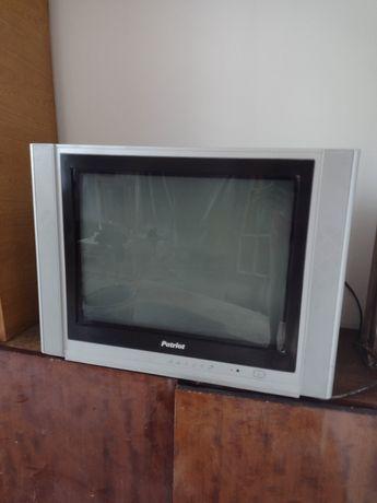 Телевизор Patriot плоский в рабочем состоянии