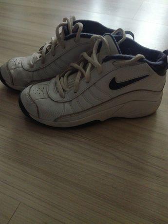 Buty dziecię sportowe Nike rozmiar 33,5