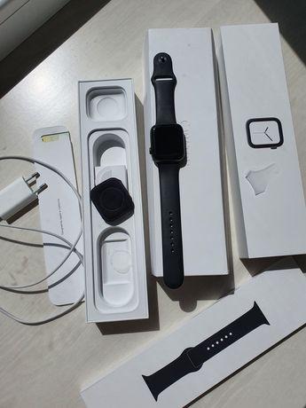 Apple Watch 4 серии  44 мм