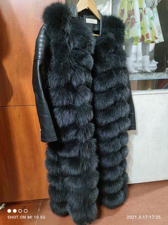 Распродаю зимнюю одежду. Жилет,куртки ,дублёнки.