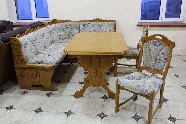 Кухонный дубовый уголок + стол и 2 стульчика !!!